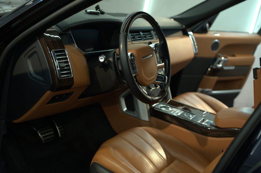 Range Rover Vogue - химчистка салона