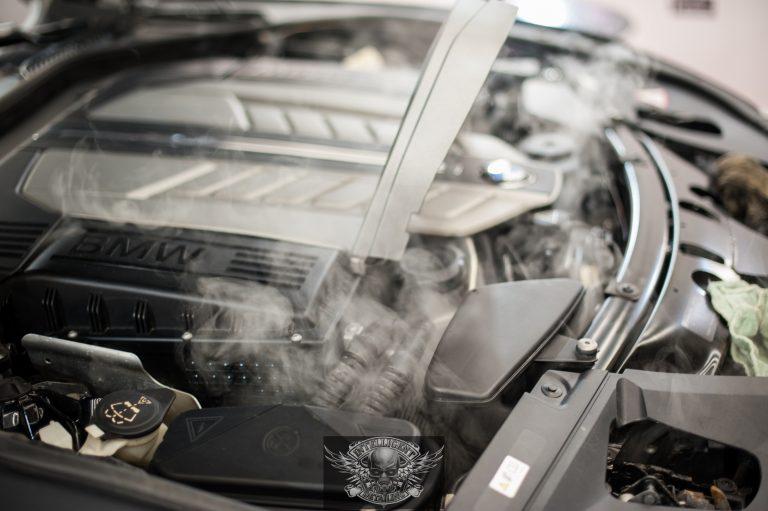 BMW 7 Бронированный VR8 мойка мотора паром