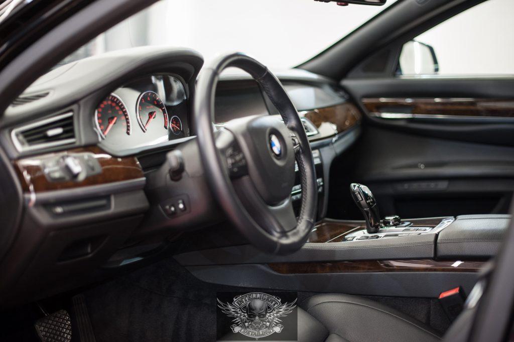 BMW 7 Бронированный VR8 - химчистка