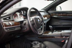 BMW 7 Бронированный VR8 химчистка салона