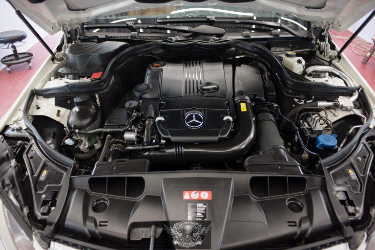 Mercedes E250 мойка мотора паром