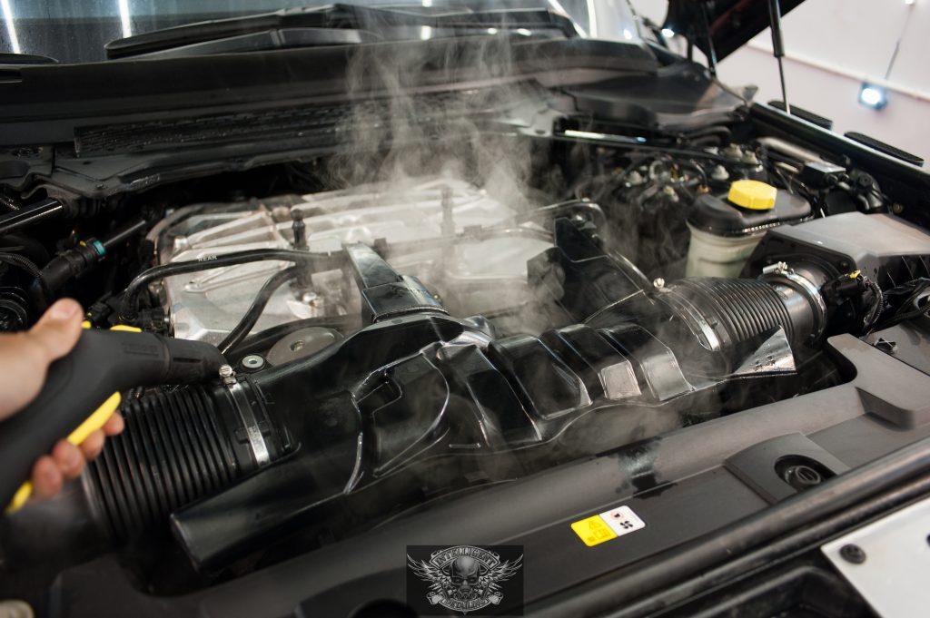 Range Rover - мойка мотора паром