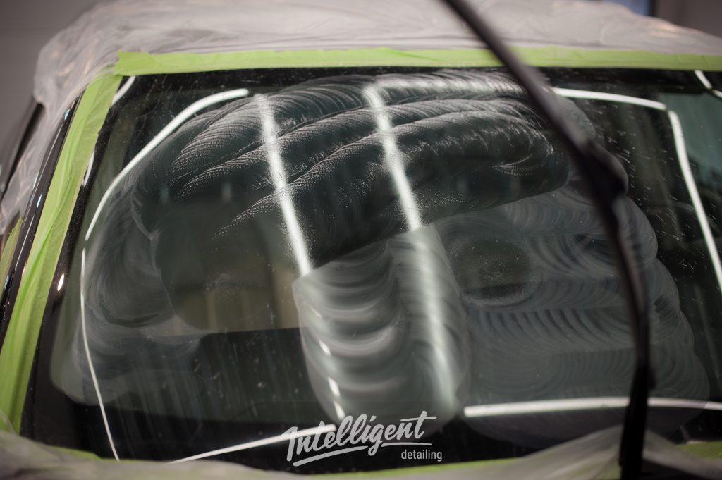 Chrysler 300c - полировка стекла