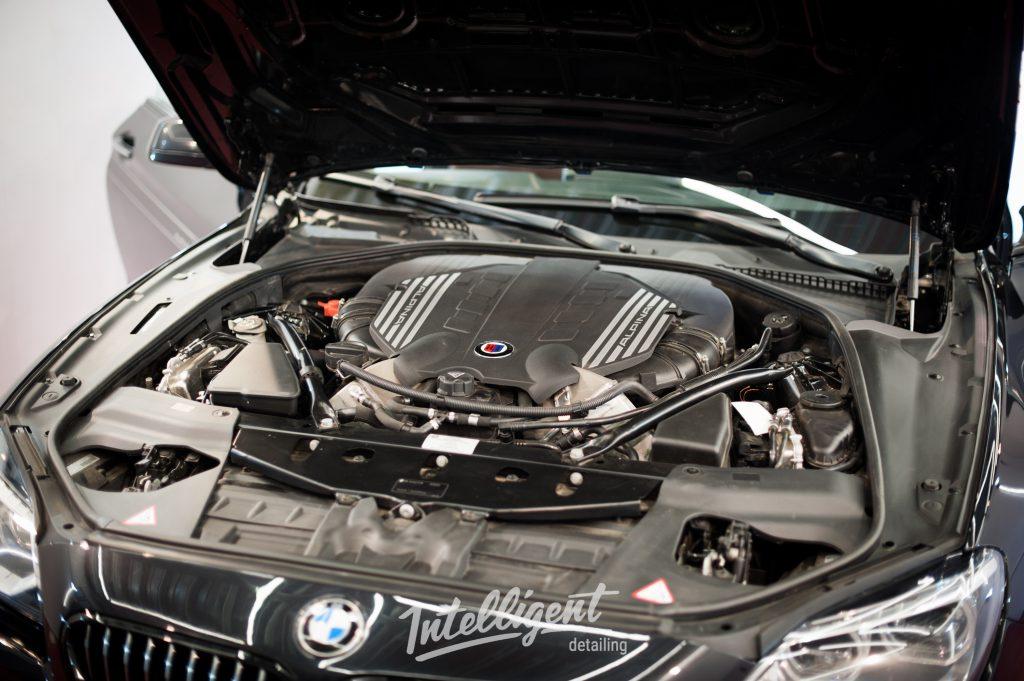 BMW 6  Alpina - мойка мотора паром