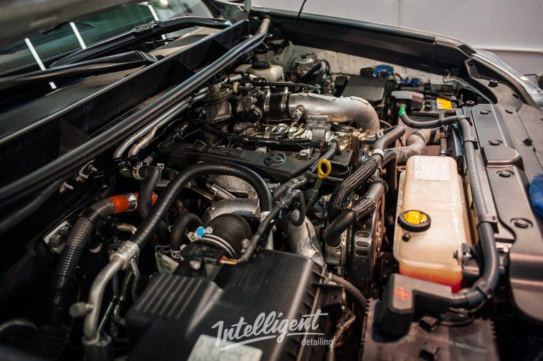 Toyota Prado мойка двигателя паром