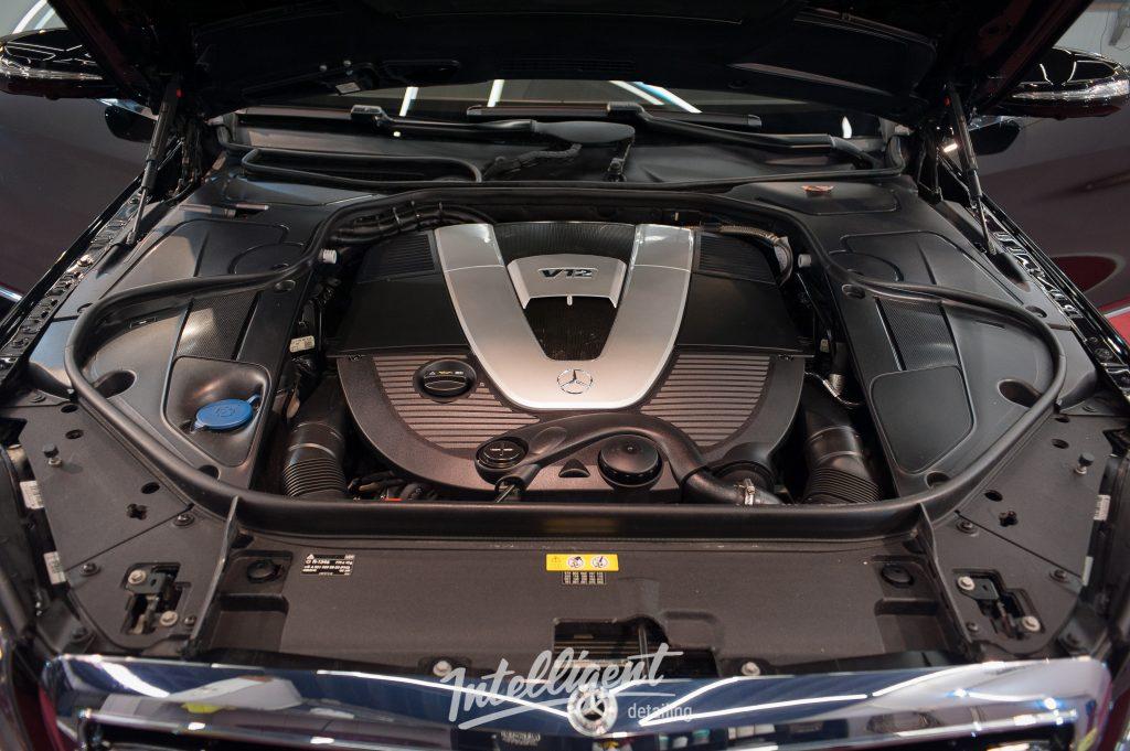 Mercedes S600 бронированный - мойка мотора