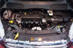 Ford Kuga - мойка мотора паром