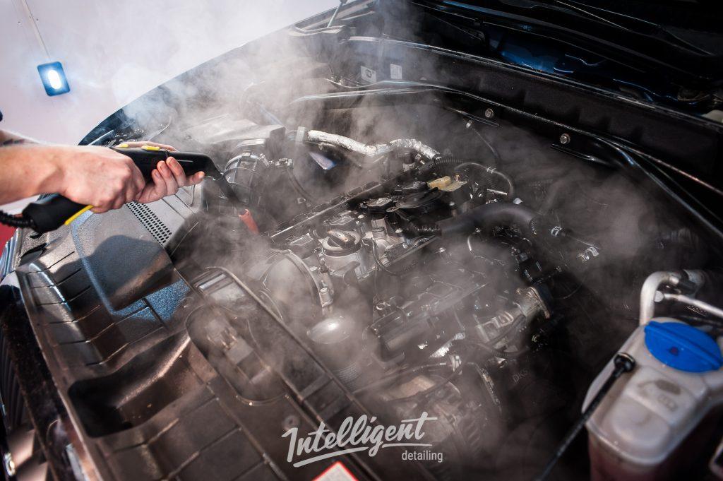 Audi Q5 - мойка мотора паром