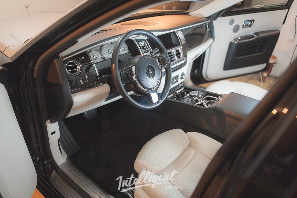 Rolls-Royce Ghost - Химчистка салона