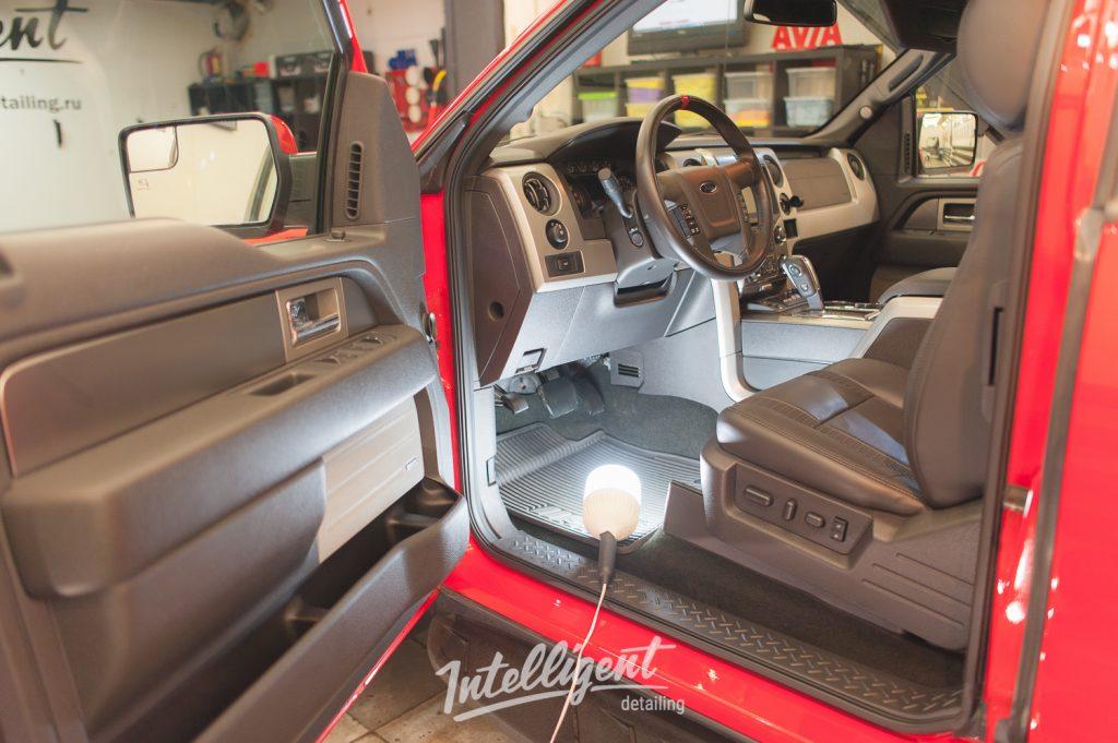Ford F150 Raptor SVT - химчистка салона