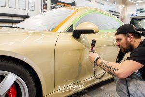 Детейлинг полировка кузова керамика авто Porsche Cayman в центре Intelligent detailing